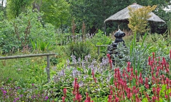 hut watergardens